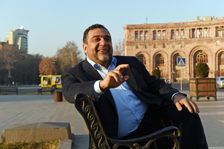Рубен Варданян является соучредителем благотворительного фонда IDeA (Initiatives for Development of Armenia). Ереван, 2015 г.